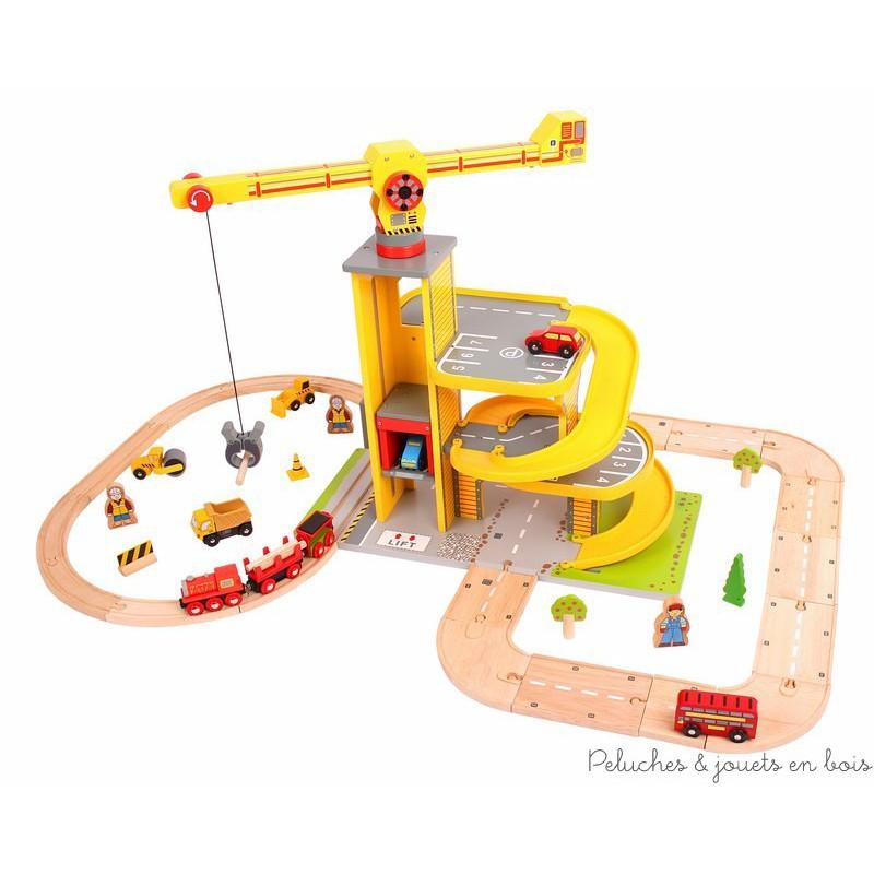 circuit de train et voitures en bois avec grande grue et parking peluches et jouets en bois. Black Bedroom Furniture Sets. Home Design Ideas