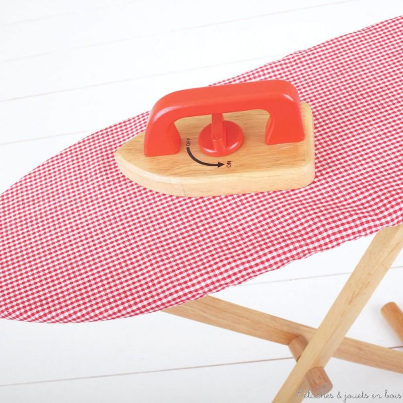 bigjigs table et fer repasser rouge peluches et jouets en bois. Black Bedroom Furniture Sets. Home Design Ideas