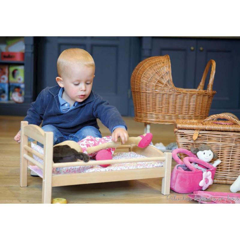 lit de poup e en bois avec garniture egmont toys a partir de 3 ans. Black Bedroom Furniture Sets. Home Design Ideas