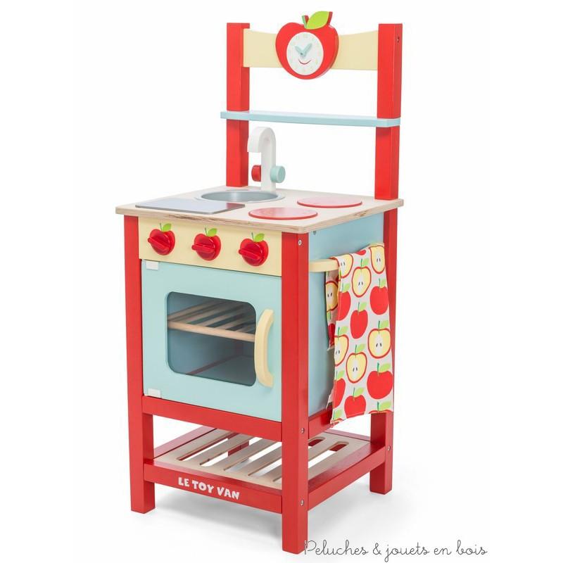 Une cuisine petite pomme en bois peint de la marque le toy for Petite cuisine en bois
