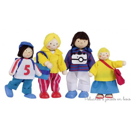 Famille en vacances, 4 poupées articulées