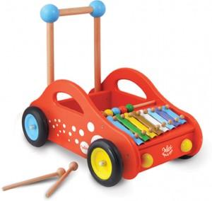 Chariot de marche musical : ce chariot en bois permettra à l'enfant de développer sa motricité et son équilibre tout en favorisant son éveil musical.