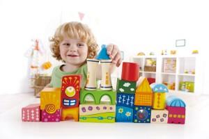 Voici un merveilleux jouet d'éveil en bois pour bébé