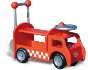 Camion pompier porteur trotteur bébé : à la fois porteur et pousseur, ce grand camion de pompier en bois avec son klaxon séduira les tout petits.