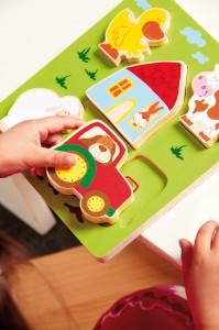 Ces jeux d'encastrement en bois sont les premiers puzzles pour petits