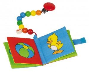Livre d'image en tissus avec papier crépitant et pouet pouet muni d'une chaine en perles de bois multicolores et d'un clip permettant de l'accrocher partout.