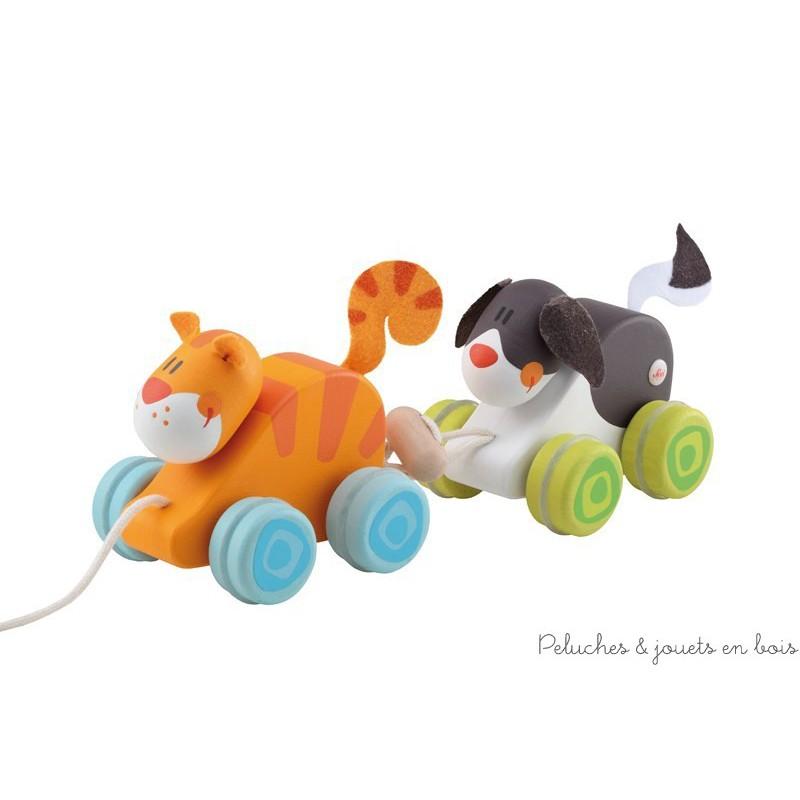 Un sympathique duo chien et chat à trainer ou à pousser en bois, détachable et avec un bruit de grelot de la marque Sevi. A partir de 1 an+