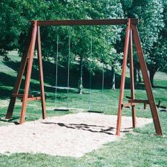 Les jeux en bois d'extérieur, telle que la balançoire sur un portique en bois ou la maisonnette et la cabane en bois sont des jeux de plein air très appréciés des enfants, les parents ou les grands parents les apprécieront aussi parce qu'ils s'intègrent très bien dans leur jardin du fait de leur esthétique naturelle.