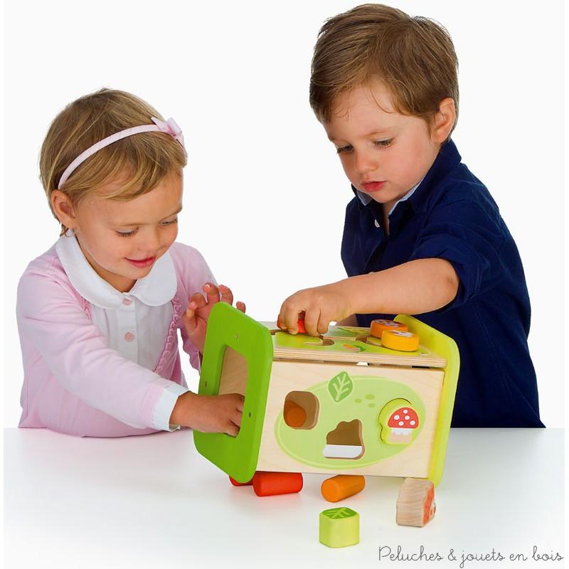 le jeu en bois revient en force dans le coffre jouets. Black Bedroom Furniture Sets. Home Design Ideas