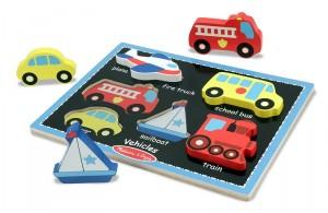 L'épaisseur des pièces permet aussi à l'enfant de transformer ce jeu d'encastrement en un nouveau jeu de petites voitures !