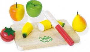 Fruits et légumes en bois à découper avec une planche et un couteau. 7 pièces de jouets en bois, les fruits sont munis d'un système avec velcro.
