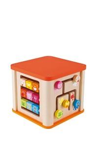 Comme un grand puzzle en trois dimensions ce cube multi activités est idéal pour amuser les plus petits, avec un grand nombre de jeux disposés sur chaque côté : un abaque, des bouliers à parcours, un labyrinthe avec un miroir et de nombreux éléments à encastrer et facilement récupérables. Il suffit de soulever le petit rideau en tissu (pourvu de signal acoustique) pour recommencer le jeu !  Ces activités sont conçues pour que les enfants découvrent les formes et les couleurs. C'est un cadeau parfait pour développer les associations logiques et les activités