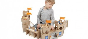 le chateau fort en bois dessiné par Sevi est une merveille pour jouer aux chevaliers et aux princesses !