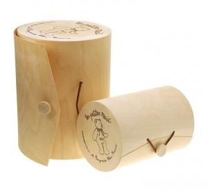 les boites cadeau en bois cylindrique  sont un écrin original et naturel pour offrir une peluche de la marque