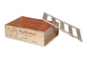 La cagette en bois est un emballage très original pour un cadeau branché ! elle accompagne la série des Zarbi de la marque Les petites Marie