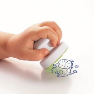 le Stampo Baby est un tampon encreur pour les bébés dès 18 mois, on peut devenir de véritables artistes en herbe !