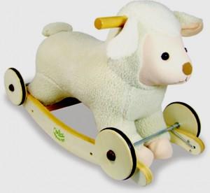 mouton à bascule et à roulette de chez Vilac