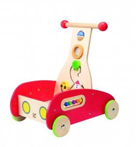ce chariot de marche entièrement sécurisé, avec des roues équipées de caoutchouc pour éviter les glissades et les bruits est une petite voiture, avec un coffre à jouets et une boite à forme; plusieurs jeux en un!