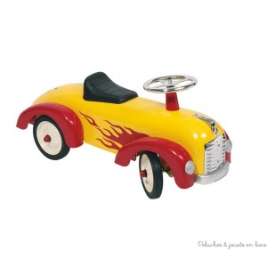 Le porteur flamme rouge et jaune de la marque Goki en métal et plastique de grande qualité avec roues en caoutchouc et un look soigné pour le plus grand plaisir des enfants de 1 an+. Taille 75 x 24,5 x 34,5 cm