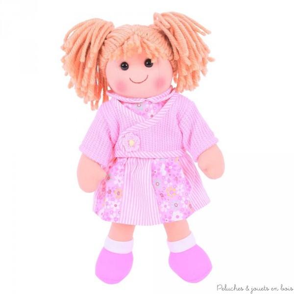Une grande poupée de chiffon de 38 cm Abigaëlle de la marque Bigjigs Toys. A partir d'1 an+