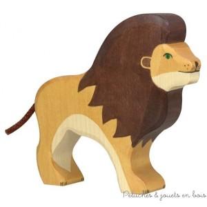 Le lion Holztiger Taille 15 x 2,8 x 13 cm. Les figurines Holztiger sont en bois, fabriquées en Europe et peintes à la main avec des peintures à base d'eau garanties non toxiques. Pour 3 ans+