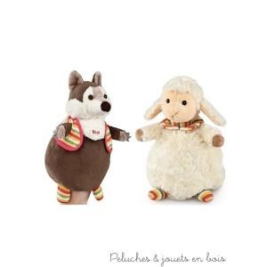 """La marionnette Loup et Agneau de la collection """"Trudi Puppets Duets"""" est à la fois un jouet tout doux à caliner mais aussi une marionnette pour raconter de jolies histoires. Elle cache en plus un secret : il suffit de la retourner pour passer du loup à l'agneau ou de l'agneau au loup! Cette peluche marionnette vous séduira par sa qualité, sa douceur et son look irrésistible"""