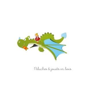 Ce Mobile volant humphrey le dragon de la marque de Déco Le Coin des enfants, est une idée de cadeau de naissance pour décorer la chambre de bébé
