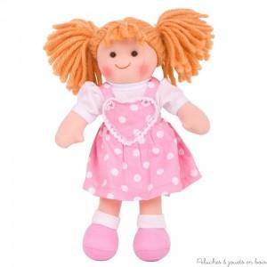 Une adorable poupée de chiffon de 28 cm Ruby de la marque Bigjigs. A partir de 1 an+.