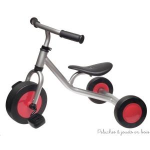 Ce tricycle à pédales de marque Jasper Toys est en métal gris métallisé et rouge, hauteur du siège 24 cm, siège et volant réglable. 2 ans +