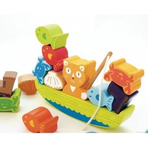 La pêche de suzy est vraiment très bonne! Aide Susy à faire tenir en équilibre toutes ses prises sur son bateau. Jouet en bois de 14 pièces. Dimensions 17 x 3,5 x 18 cm.