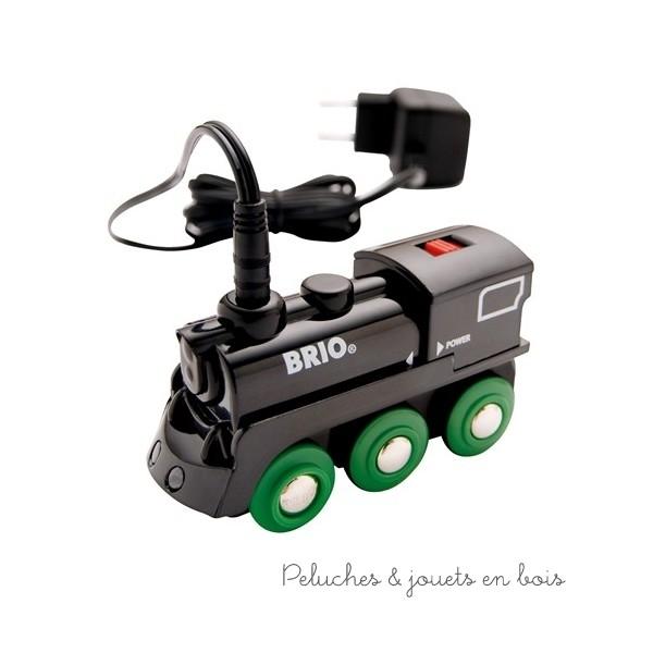 http://www.peluchesetjouetsenbois.fr/2301-2292-thickbox/locomotive-rechargeable-4-roues-brio.jpg      Locomotive rechargeable - 4 roues Brio     Locomotive rechargeable - 4 roues Brio       AgeMinimum : 3plus     AgeMaximum : 8moins     BestSeller : Oui     Design : Ce     EcoResponsable : Oui     MadeIn : Ce     Awards : Oui     Coupsdecoeur : Oui  Locomotive électrique rechargeable 4 roues motrices Brio Tous les produits de la marque : Brio  Ref : 33247  Avec son look de locomotive à vapeur cette locomotive électrique rechargeable tractera n'importe quel train en bois grâce à ses 4 roues motrices; marque Brio à partir de 3 ans+.