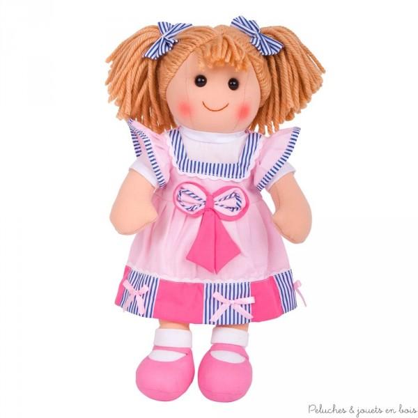 Une grande poupée de chiffon de 38 cm Mary  de la marque Bigjigs Toys. A partir d'1 an+ .