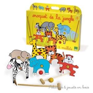 Ce set de croquet de 10 pièces en bois est fabriqué en France et comprend : 6 animaux, 2 boules et deux maillets. Son design ludique et coloré séduira les plus jeunes.