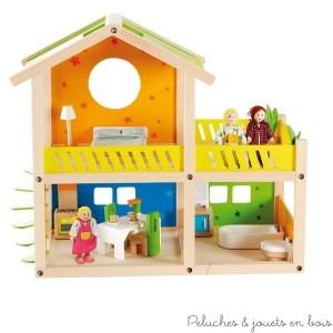 Cette charmante villa maison de poupée en bois signée Hape est fournie entièrement meublée et équipée de ses accessoires et sa petite famille de 3 poupées. A partir de 3 ans+