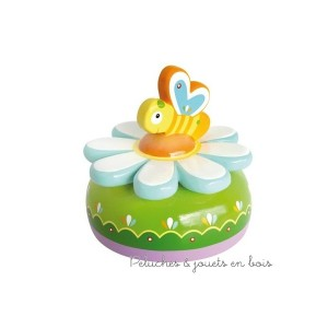"""Ce Manège musical thème """"bucolique"""" de la marque de Déco Le Coin des enfants, est une idée de cadeau de naissance pour décorer la chambre de bébé"""