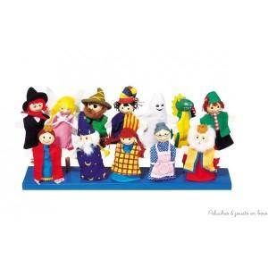Ce lot de 12 marionnettes à doigts avec tête en bois permettra à l'enfant de laisser libre cours à son imagination en mettant en scène les divers personnages (roi et reine, pirate, magicien, chasseur, fantôme, dragon, sorcier, ange ...)Tailles des personnages 10 à 13 cm