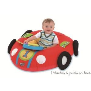 Ce nid d'éveil voiture de la marque Galt est un coussin gonflable matelassé, est à la fois nid douillet et aire de jeu, le coussin bien gonflé maintient bébé en position assise. A partir de 9 mois+.