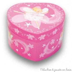 """La boîte à musique coeur """"Emilie"""" et boîte à bijoux de la marque Ulysse Couleurs d'Enfance, est ludique mais c'est aussi une excellente idée pour la déco de la chambre. A partir de 3 ans+"""