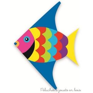 Un cerf-volant poisson multicolore signé Vilac. A partir de 3 ans+