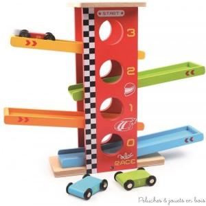 Une cascade de voiture racing en bois coloré de la marque Vilac pour voir les petites voitures enchaîner des cascades avec looping et saut de tremplin. A partir de 3 ans+