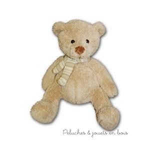 L'ours Sophie de 38 cm est de la marque Les Petites Marie, livré dans une très jolie cagette en bois il fera un cadeau apprécié pour les petits comme pour les plus grands. A partir de 0m+