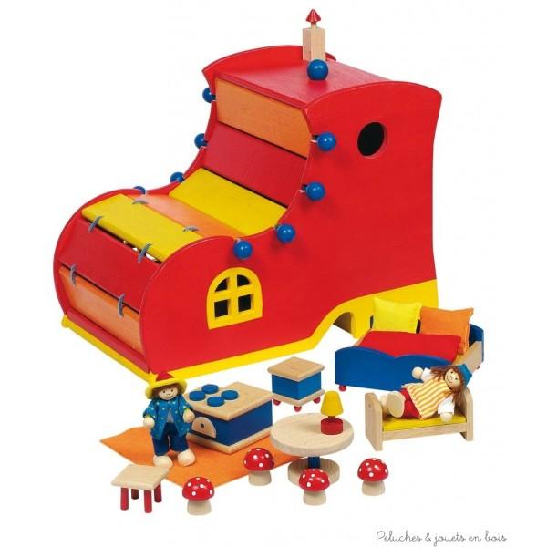 Maison chaussure en bois avec accessoires, meubles et 2 poupées articulées. La chaussure s'ouvre pour permettre d'évoluer dans la maison, il ne reste plus qu'à jouer et à inventer les plus belles histoires. Taille 27 x 19 x 24 cm. Normes CE