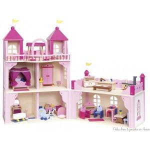 Un château royal pour poupées de 2 niveaux avec annexe en bois de la marque Goki très élégant il est fini avec une multitude de petits détails luxeux tel que balustrades et parapets, drapeaux et fenêtres arrondies. A partir de 3 ans+
