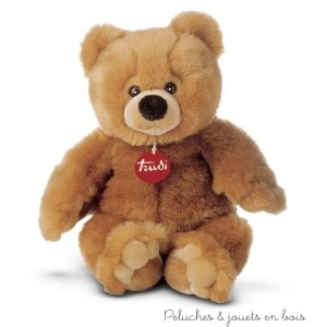 Ce très bel ours est si doux que votre enfant adorera le câliner. Entièrement cousu à la main il est la garantie d'offrir une peluche de qualité. Taille 38 cm Lavable à 30° Normes Européennes CE EN71.