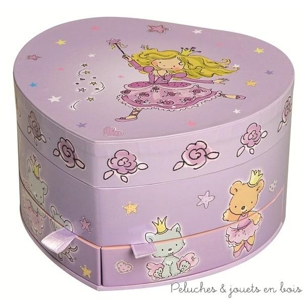 Ce coffret à musique grand coeur princesse fée mauve de la marque Trousselier est une boite à musique et une boite à bijoux avec 2 tiroirs à partir de 2 ans+
