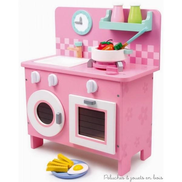 Une merveilleuse cuisine en bois aux tons pastel, compacte elle se transporte très facilement chez papi et mamie ou en vacances. A partir de 3 ans