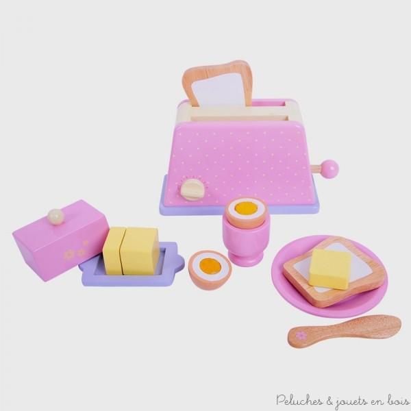 Un ensemble grille pain et accessoires du petit déjeuner en bois aux couleurs tendres Contenant : du pain, du beurre et un beurrier, un oeuf coque et son coquetier, une assiette et un couteau en bois. Normes CE. Dimensions du grille pain : 20 x 17.5 cm.