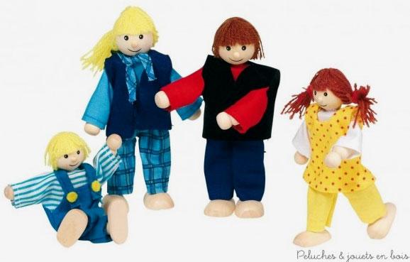 Une famille moderne de 4 personnages articulés en bois de la marque Goki. A partir de 3 ans+
