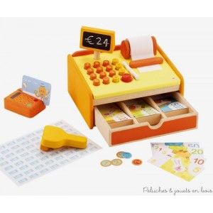 Cette jolie caisse enregistreuse colorée et avec touches, rouleau de papier,  tiroir caisse sonore, scanner et lecteur de carte bleue contient également 80 pièces de monnaie, 40 billets assortis et une carte de crédit. Dimensions 23 x 18 x 18 cm. Normes CE