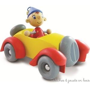 La voiture de Oui-Oui en bois massif, avec personnage de Oui-Oui en bois, amovible et articulé, jouet fabriqué par Vilac en France 3 ans+